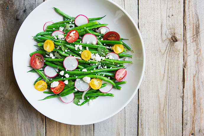 Summer Garden Green Bean Salad with Honey Vinaigrette and Toasted Goat Cheese Crostini #recipe via FoodforMyFamily.com